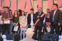 Elevi nemțeni cu rezultate deosebite premiați de municipalitatea pietreană