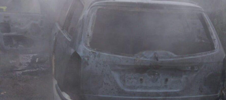 Un autoturism din Păstrăveni a fost mistuit într-un incendiu