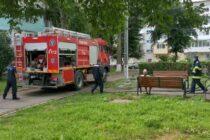 O mașină de spălat haine, dintr-o locuință din Roman, a luat foc din cauza unui scurtcircuit