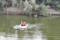 O persoană s-a aruncat de pe un pod în râul Moldova. Pompierii îl caută de ieri seară.