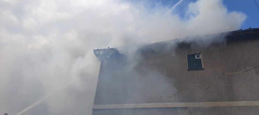 Incendiu puternic la o fabrică de pâine de lângă Piața Centrală din Piatra Neamț