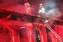 O locuință din comuna Ruginoasa a luat foc din cauza unui scurtcircuit electric