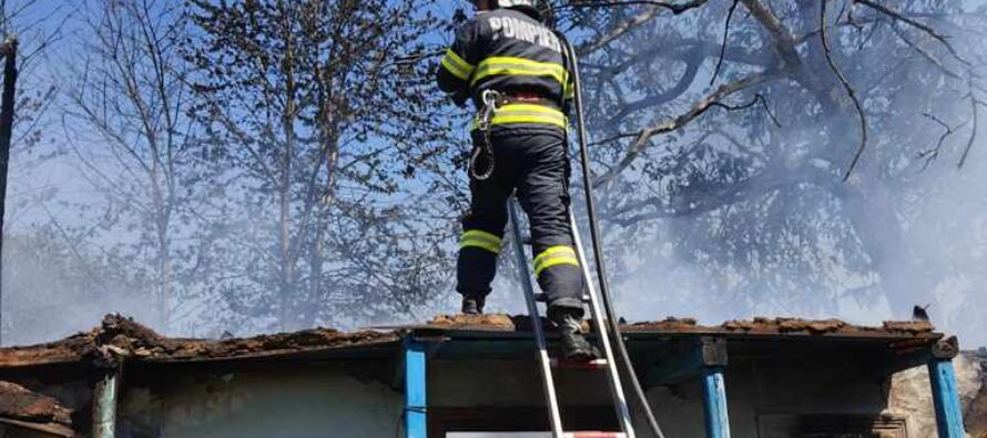 O casă din comuna Ștefan cel Mare a fost mistuită de flăcări