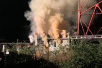 Un transformator electric și două magazii cu lemne au ars din cauza unui scurtcircuit, în comuna Zănești
