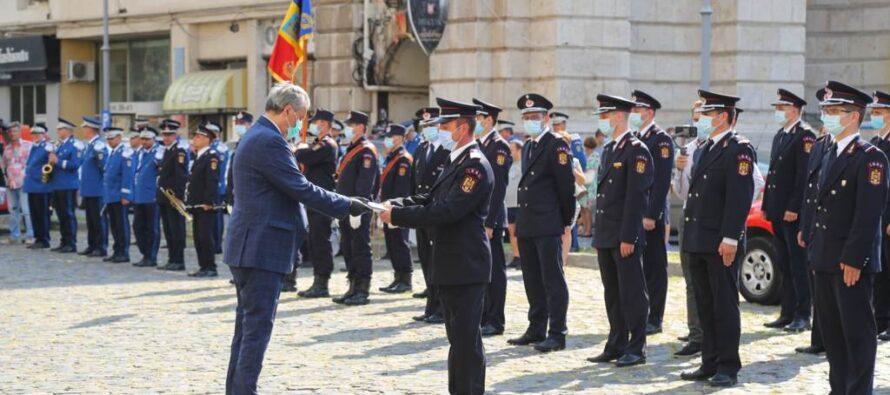 """Pompier nemțean premiat cu """"Emblema de Onoare a IGSU"""""""