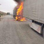 un TIR a luat foc Roznov (1)