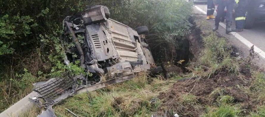 Un autoturism cu 2 persoane s-a răsturnat lângă comuna Dobreni