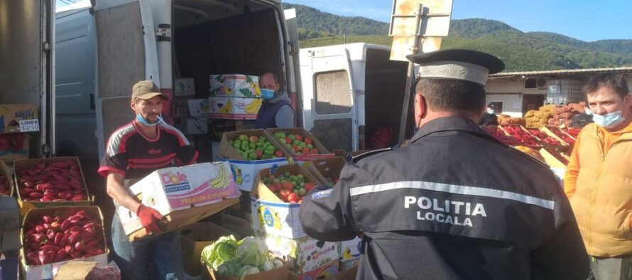 Controale ale polițiștilor locali în piețe și mijloacele de transport în comun