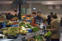 Comercianții își vor desfășura activitatea în corturi amenajate în exteriorul Pieței Centrale din Piatra Neamț