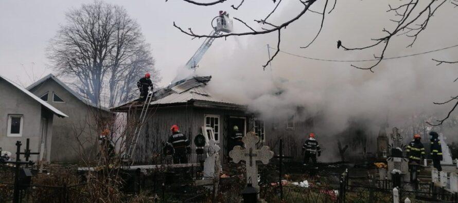 Biserica din localitatea Râșca, comuna Drăgănești, a luat foc de la o lumânare