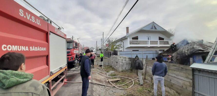 O locuință din Săbăoani a luat foc din cauza unui coș de fum