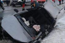 Un autoturism s-a izbit de un podeț pe raza comunei Crăcăoani. O persoană a decedat, alte două se află în stare gravă.