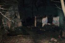 O locuință din comuna Ghigoiești a fost mistuită de flăcări din cauza unei lumânări aprinse