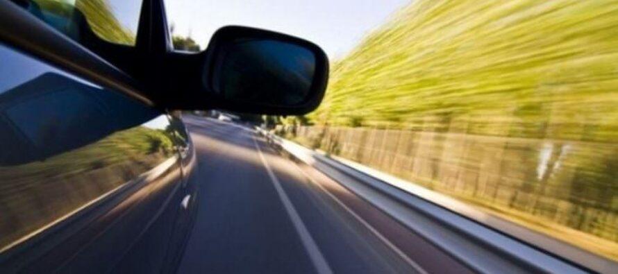 Tânăr vitezoman și fără permis de conducere, urmărit și prins de polițiști după 3 km