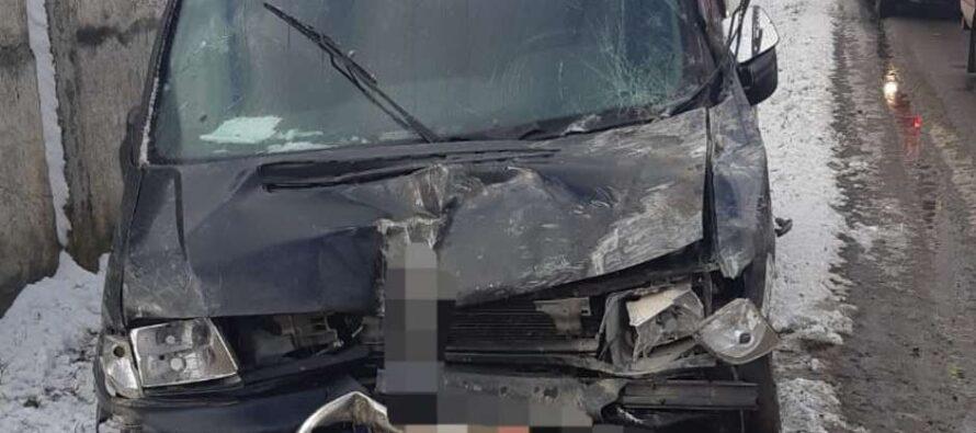 Accident rutier între un autoturism și autoutilitară în localitatea Izvoare