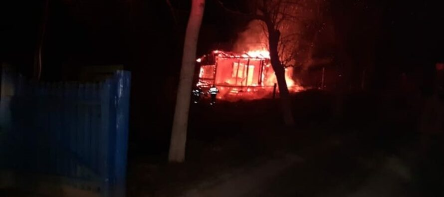 A fost prinsă persoana care a pus foc intenționat la o locuință din Almaș, comuna Gârcina