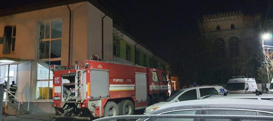 La un pas de tragedie: incendiu la Secția de psihiatrie a Spitalului Municipal Roman. A fost activat planul ROȘU.