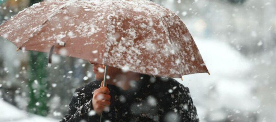 Ploi, lapoviță și ninsoare în toată Moldova