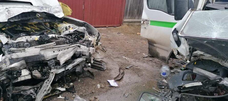 Accident grav cu 3 victime încarcerate la Vânători Neamț