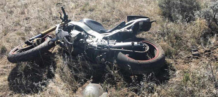 A scăpat ca prin minune după ce a căzut cu motocicleta într-o râpă de 8 metri adâncime