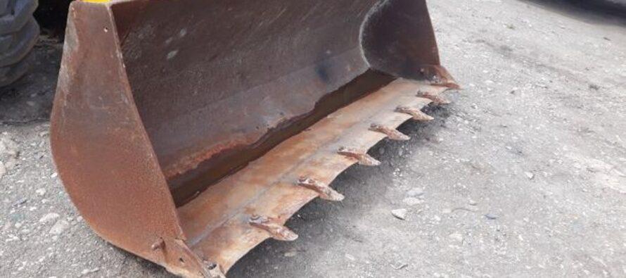 Furt cu greutate: 3 cupe de excavator dispărute de lângă locuința unui cetățean din Cordun