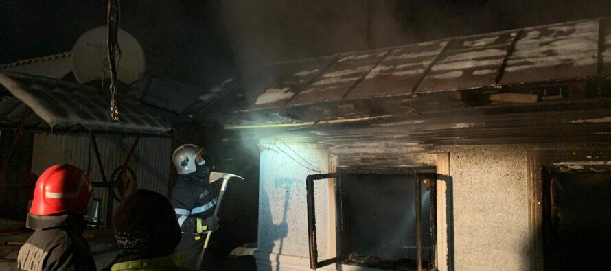 O femeie din Războieni a murit carbonizată într-un incendiu
