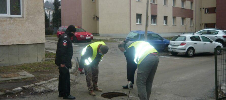 3 blocuri din cartierul Dărmănești depistate că deversează apa menajeră direct în canalizarea pluvială