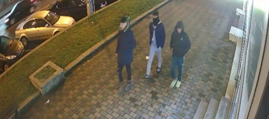 3 persoane căutate de poliție pentru că au bătut un cetățean din Piatra Neamț