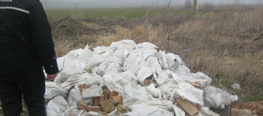 Depozite ilegale de deșeuri identificate în mai multe zone din Piatra Neamț