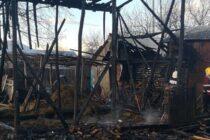 Un adăpost de furaje din Timișești a ars din cauza unor copii care s-au jucat cu focul