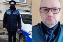 Un polițist a salvat două persoane blocate într-un autoturism care a luat foc