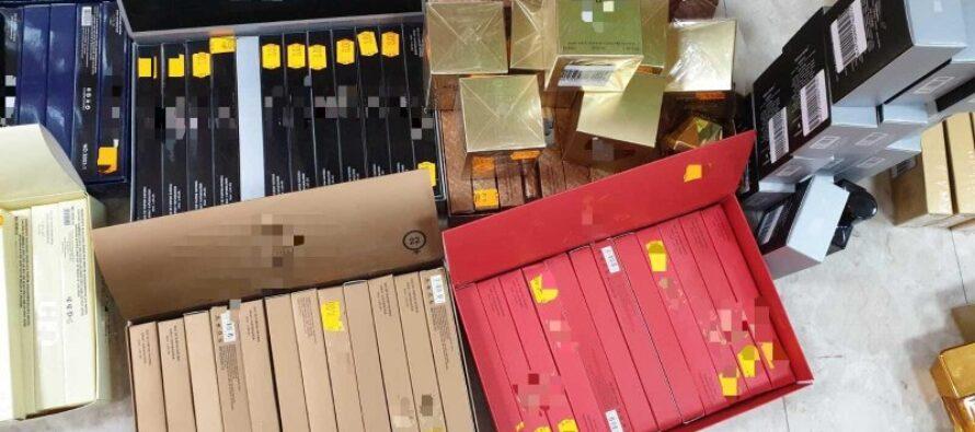 Parfumuri, îmbrăcăminte și jucării contrafăcute confiscate de polițiștii romașcani