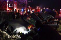 Un autoturism a dărâmat un gard și s-a oprit în curtea unui cetățean din Piatra Șoimului
