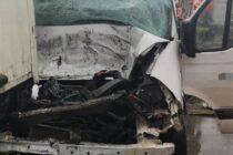 Accident rutier între un TIR și o autoutilitară la Vânători Neamț, o victimă a rămas încarcerată