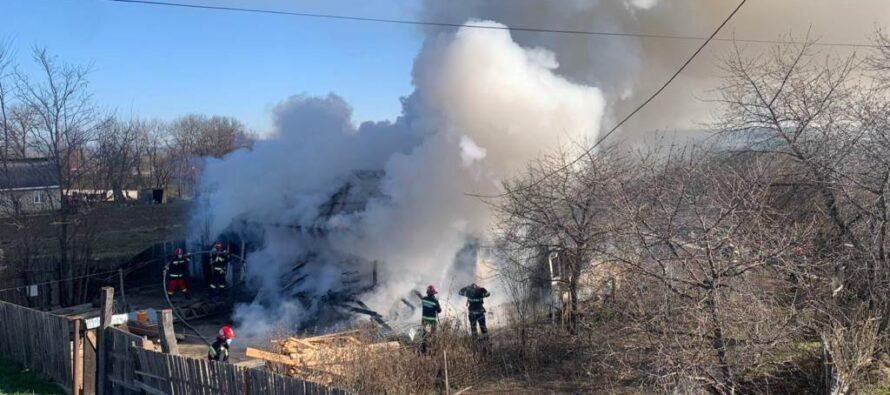 O femeie din Doina a murit carbonizată într-un incendiu