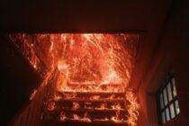 Intervenție grea a pompierilor pentru stingerea focului care a cuprins o locuință din Tupilați