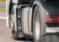 O roată de la un camion s-a desprins în trafic și a lovit un autoturism