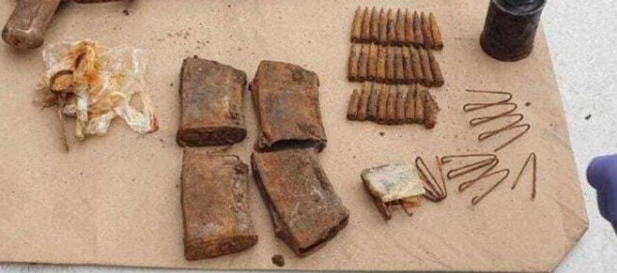 Un bărbat a ascuns arme și muniție în mai multe locații din Piatra Neamț pentru a le vinde