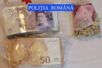 A furat bijuterii în valoare de 50.000 de euro și peste 20.000 de euro cash de la o femeie din Tămășeni