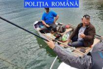16 amenzi aplicate de polițiști pentru pescuit ilegal în zona lacului Izvorul Muntelui