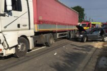Accident rutier între un TIR și un autoturism cu victimă încarcerată la Bodești