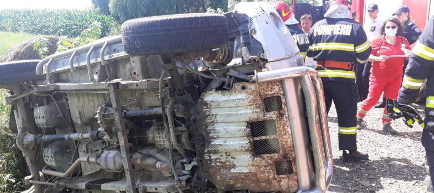 Un autoturism s-a răsturnat într-un șanț în localitatea Tețcani