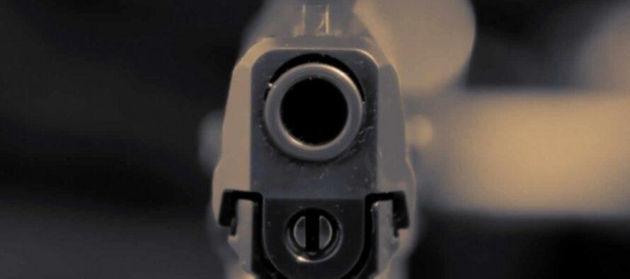 Bărbatul găsit împușcat ieri seară lucra la un magazin de arme din Roman