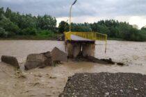 Ploile au făcut prăpăd în județ: gospodării inundate, persoane evacuate, localități fără curent