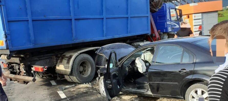 Accident rutier cu 3 victime între un TIR și un autoturism la Răucești