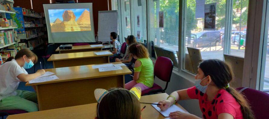 Copiii sunt așteptați la Clubul de învățare a limbilor străine, la Biblioteca Județeană