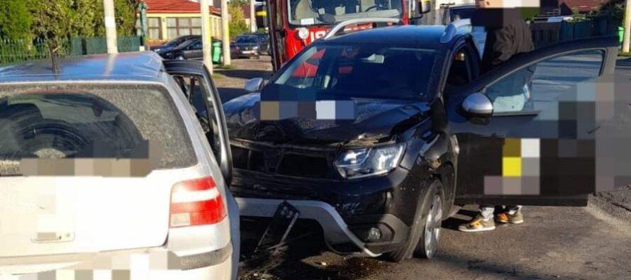 2 autoturisme s-au tamponat în comuna Dumbrava Roșie, un bărbat a fost rănit