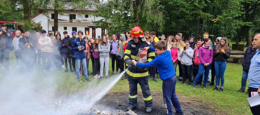 Acțiuni de prevenire ale pompierilor organizate la biserici și mănăstiri din Neamț