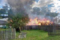 Două locuințe și mai multe anexe gospodărești au ars într-un incendiu în localitatea Ceahlău