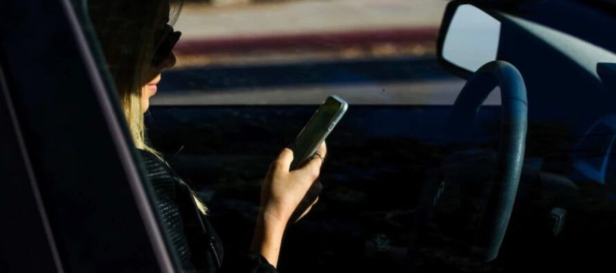 A montat în autoturismul unei tinere un dispozitiv de interceptare a convorbirilor telefonice